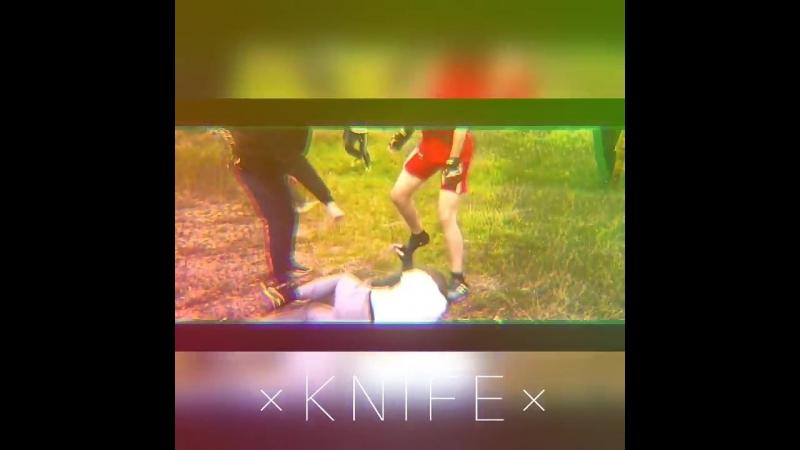 × K N I F E × 17