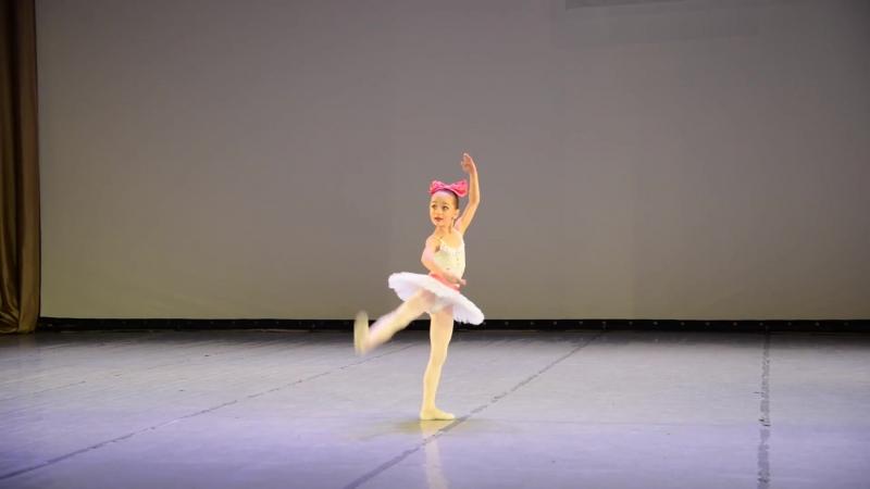 Балетная школа Вежновец. Майя Сивец 6 лет. Мысль П