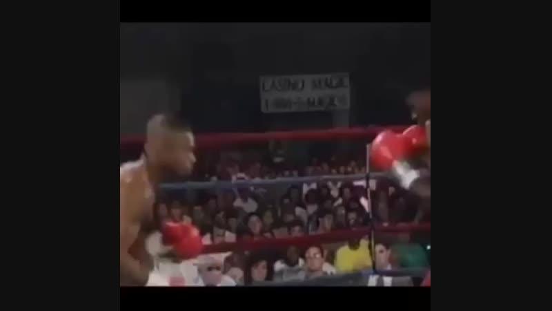 Рой Джонс красиво возвращается в бой | BoxingRoom