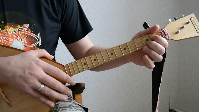 Уроки игры на балалайке. Песни военных лет - В землянке