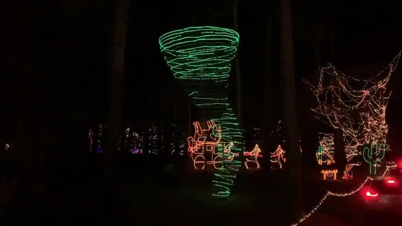 Рождественские декоры на метеотематику в городе Тайлер, Техас.