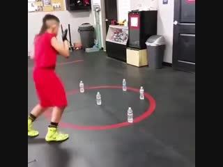 Неплохая тренировка ног, для передвижения боксера по рингу.