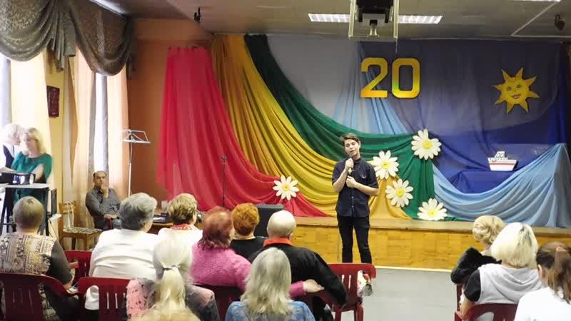 Выступление солистов моей эстрадной студии на Юбилее детского клуба Радуга(20 лет) .Николай Новиков поёт для всех матерей