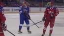 Уникальное видео - как легендарный финн Теему Селянне играет с гербами сборной России