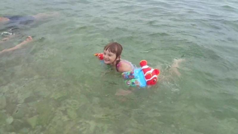 Сашенька плавает