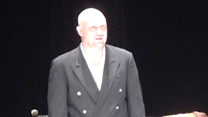 Гоша Куценко в спектакле П. Урсула ЧАПАЕВ и ПУСТОТА