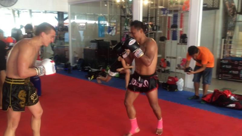 Yokkao — Тренировочный спарринг с Muay Thai Legend Saenchai. (Часть 2) Вячеслав Лозенко
