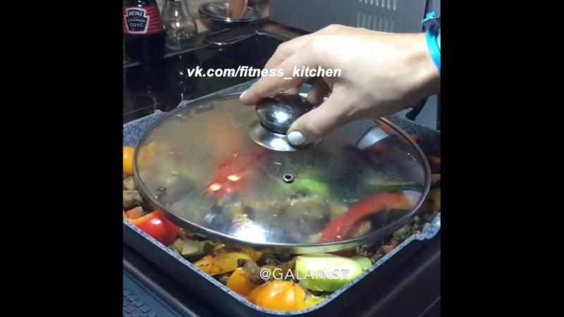 Рагу с овощами и печенью в соевом соусе.