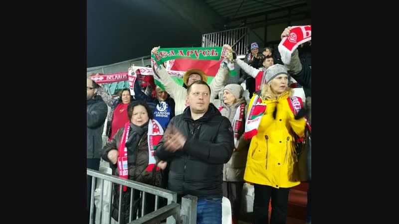 Самые преданные болельщики национальной сборной по футболу!)