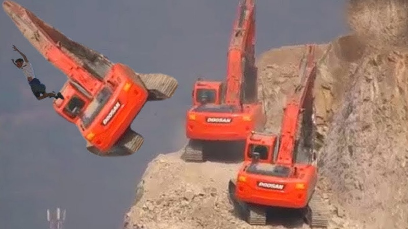 Excavators work in extremely dangerous environments! Admire the driver's driving skills
