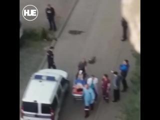 В Кирове девушка отрезала себе палец и бегала голая по двору