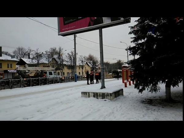 В Брянске уличные гирлянды включают через бытовые удлинители под мокрым снегом