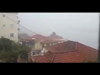 Сильнейшие, вероятно ураганные порывы ветра некоторое время назад в городе Пилос, полуостров Пелопоннес, Греция.