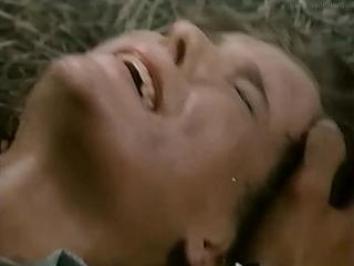 сексуальное насилие(бдсм, изнасилования,rape) из фильма: Final Executioner(L'ultimo guerriero) - 1984, Мэргит Эвелин Ньютон