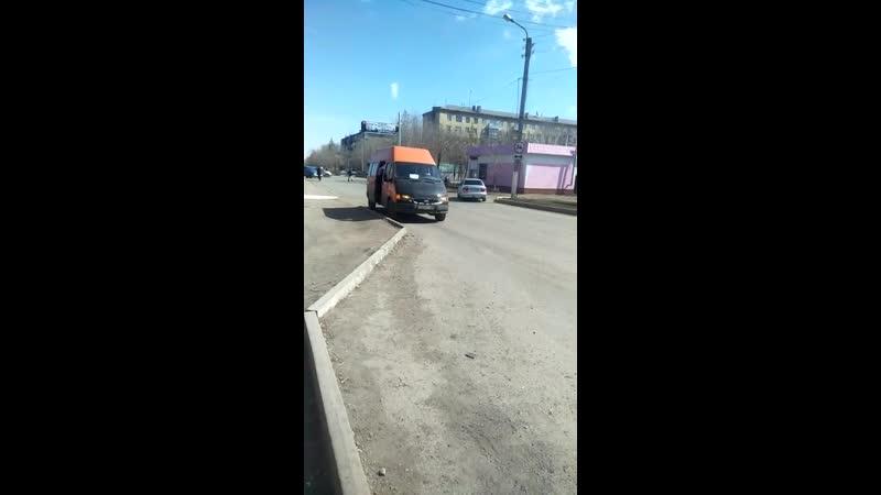 8) водителя оранжевого микроавтобуса, ГРНЗ 827 PYA 09, который 13.04.2019 г., на остановке «МАКС» нелегально взял на борт пассаж