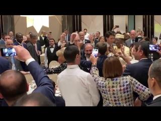 Пашинян, Трюдо, Макрон, Деби и Альбер II танцуют под армянскую музыку