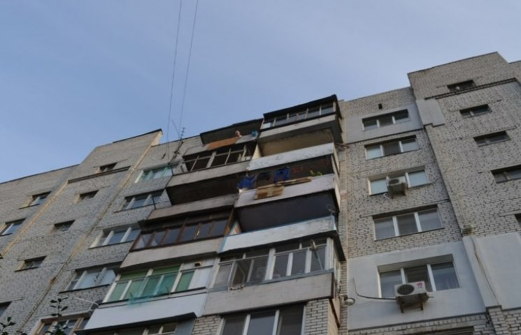 В Бердичеві маленьку дівчинку викинув з вікна квартири… власний батько?!