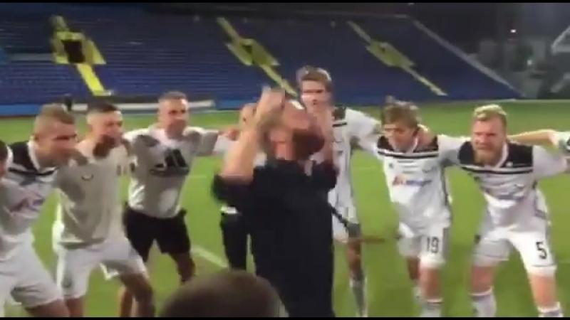 Тренер команды с Фарерских островов оригинально отпраздновал выход во второй квалификационный раунд ЛЕ