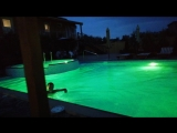Вечернее купание в бассейне