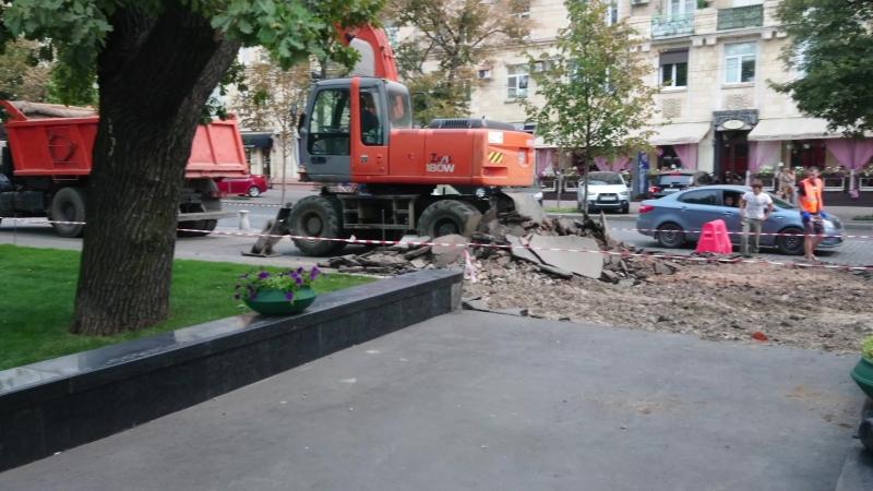 Ремонт тротуара на улице сумской вдоль сада Т.Г. Шевченко(9.08.2017)