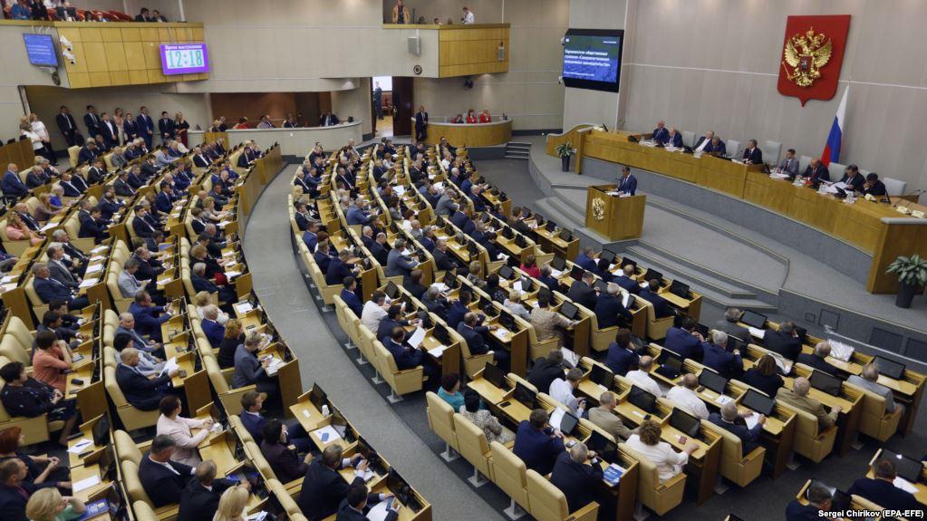 Государственная дума во вторник приняла закон о сохранении права на получение алиментов для нуждающихся в помощи женщин, достигших возраста 55 лет, и мужчин, достигших 60 лет.