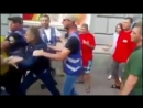 Ты предал Майдан Возле Рады протестующие напали на казака Гаврилюка