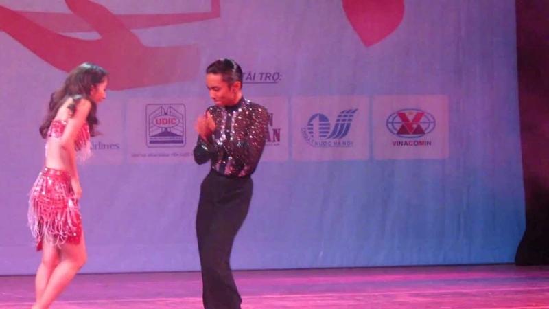 Khánh Thi - Nhảy tại Nhà hát lớn Hà Nội ngày 06112012
