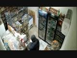 В Минводах храбрая продавщица пошла с шваброй наперевес на вооружённого грабителя
