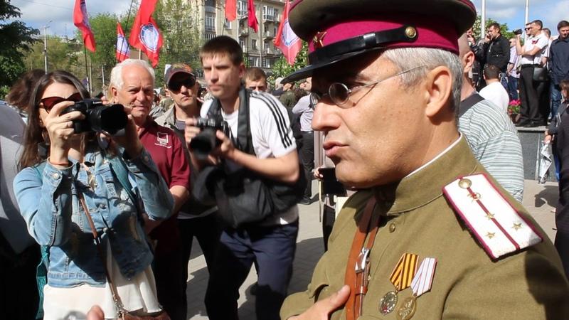 Люди в форме НКВД пришли на митинг 9 мая в Запорожье (видео 061)
