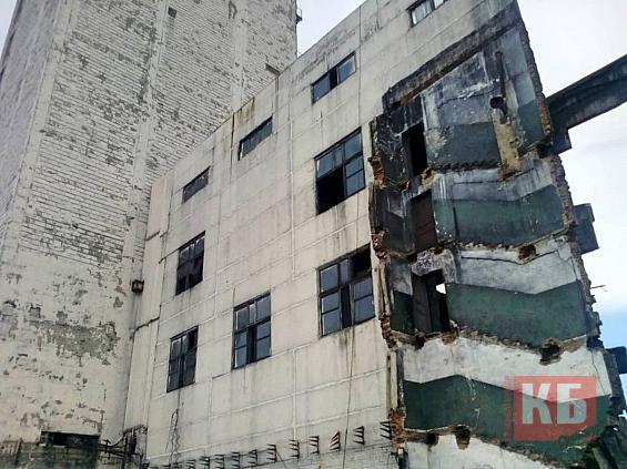 Сегодня днем в Красносулинском районе на шахте «Алмазная» стена привалила рабочих.