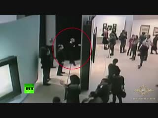 Caught on CCTV: Moment man steals $182k painting from Moscow museum in broad daylight, walks out freely