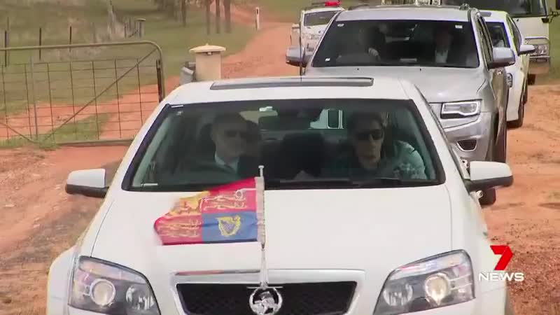 How heartwarming it is, that Meghan asked to stop the car to go meet the people who waited.mp4