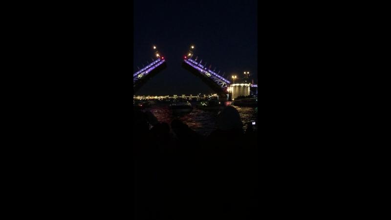 Развод мостов в Питере.