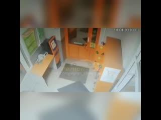 На северо-западе Челябинска неизвестный ограбил продуктовый магазин «Монеточка»