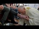 Папа римский омыл ноги заключённым