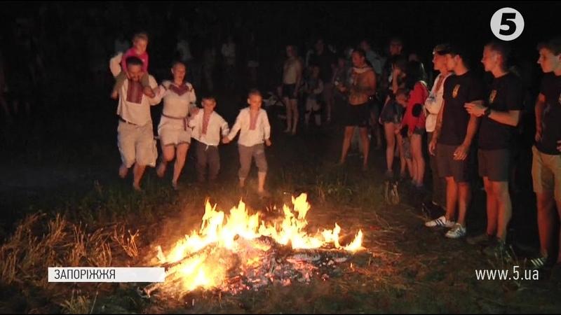 Вогняне колесо, стрибки, вінкоплетення на Хортиці відзначили свято Івана Купала