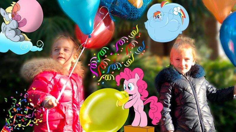 Много воздушных шариков в небо! A lot of balloons in the sky!