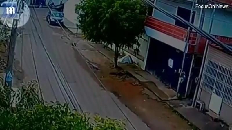 Бразилияда әкесінің көлігін тізгіндеген 13 жасар қыз бала велосипед мінген адамды ажал құштыра жаздады