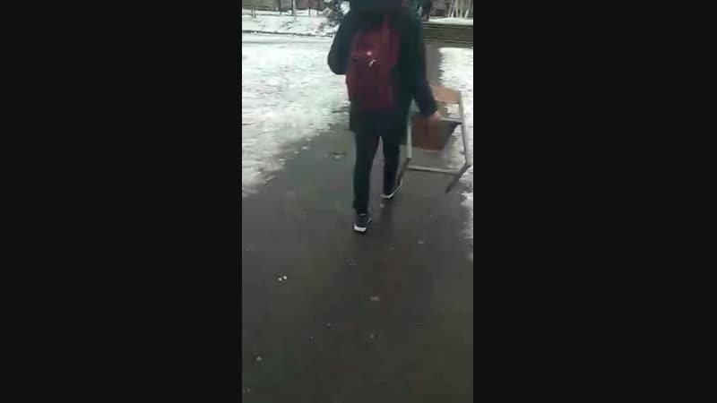 Спиздил стул со школы