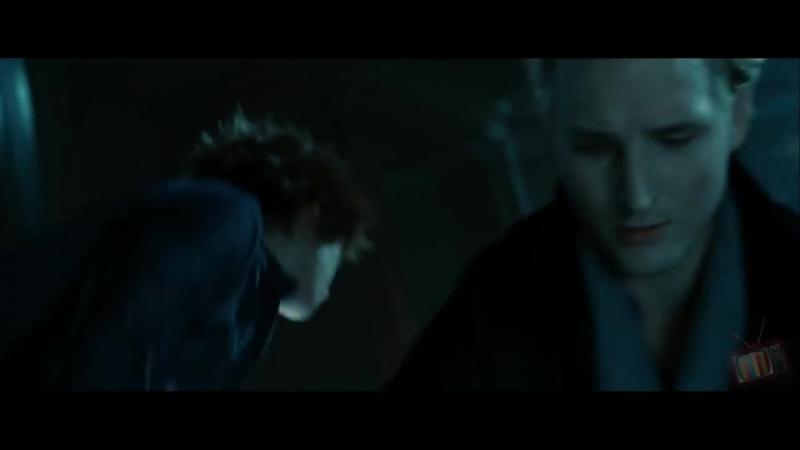 Эдвард спасает Беллу от смерти Сумерки 2008 Момент из фильма