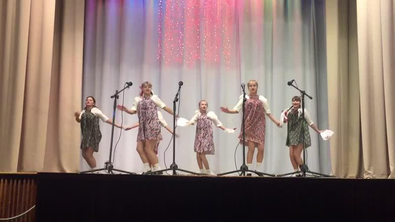 Группа «Девчата» с танцем «Белый платочек»