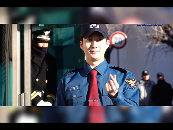 SS501's Kim Hyung Jun greets fans immediately upon discharge from mandatory military service