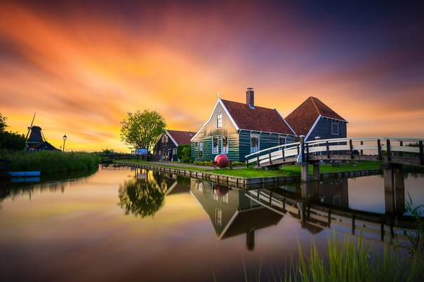 Нидерландский фотограф Альберт Дрос завоевал множество наград, его работы публикуют на крупных сайтах и в журналах, в том числе Time, National Geographic, Daily Mail UK и Huffington Post. Раньше он скучал, находясь на родине, поэтому часто отправлялся пут