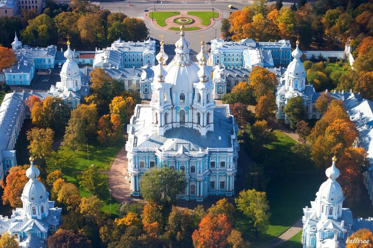 e6yx8v1Kf3c Смольный монастырь в Санкт-Петербурге.