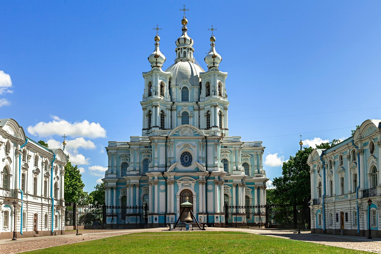 px5KvpAl9_Y Смольный монастырь в Санкт-Петербурге.