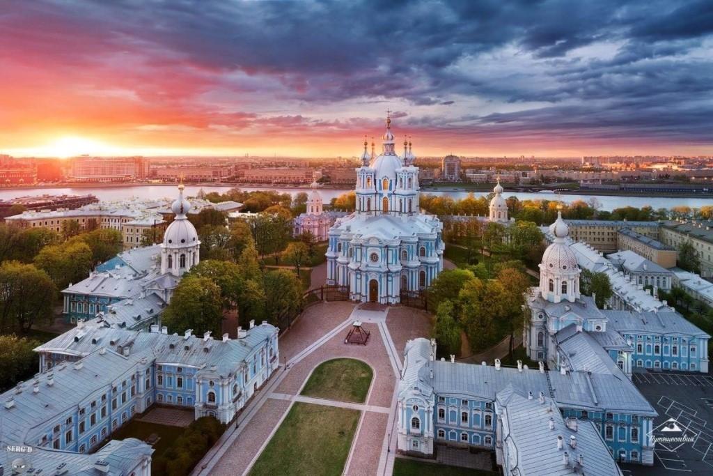 UZUPq_yShd4 Смольный монастырь в Санкт-Петербурге.