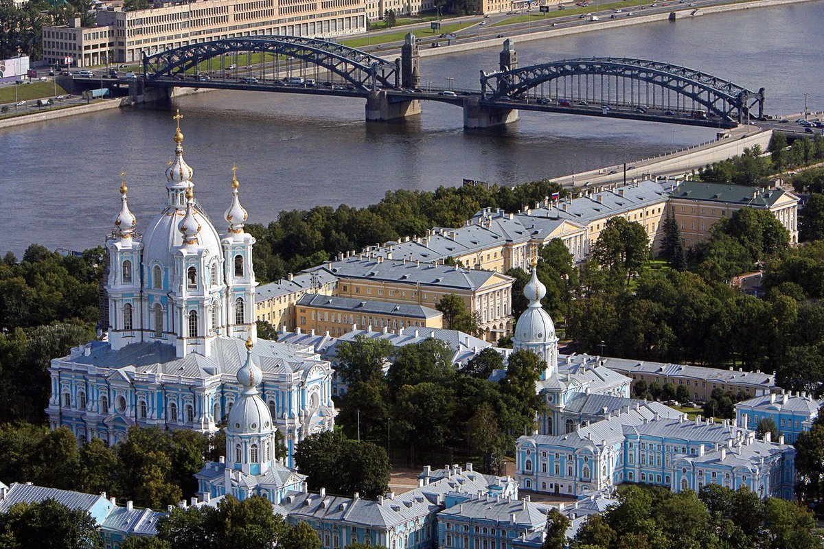 GEy4hbCcDQ0 Смольный монастырь в Санкт-Петербурге.