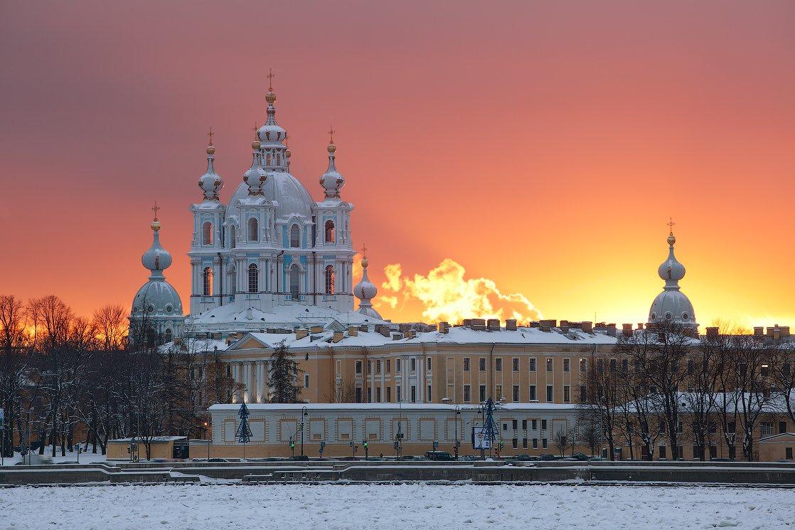 DXXyfg4Tos8 Смольный монастырь в Санкт-Петербурге.