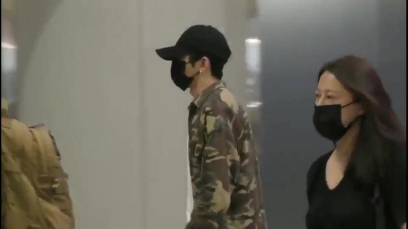 180921 Цай Сюйкунь в аэропорту Пекина