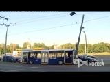 Последствия столкновения троллейбуса с мачтой дорожного освещения на северо-востоке Москвы